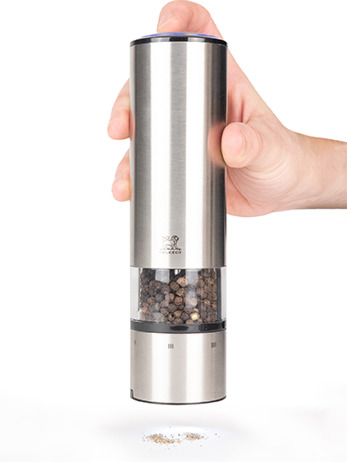 holding the Elis sense electric pepper mill