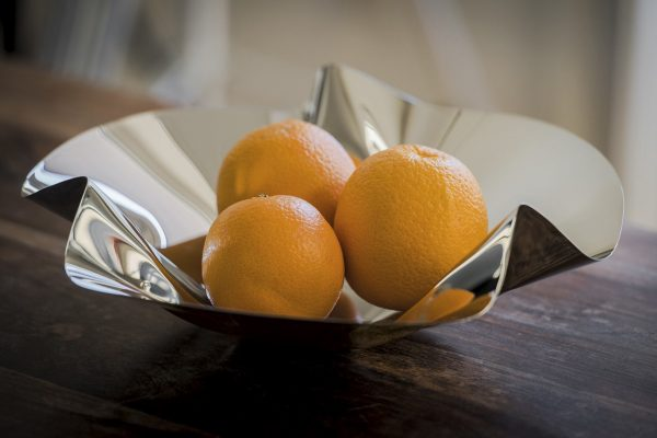 Philippi Margarethe Bowl with oranges on table