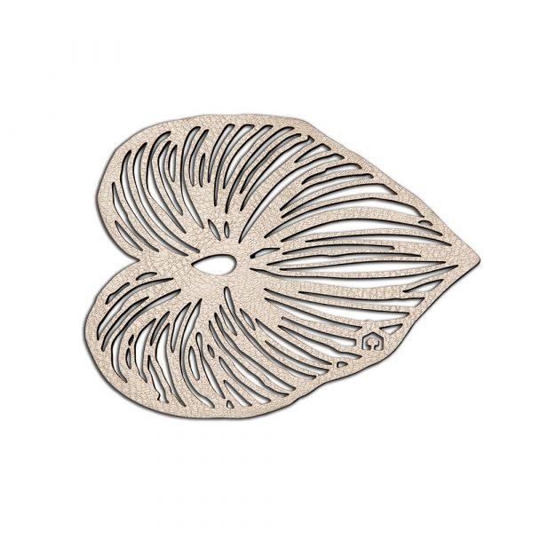 Trivet shaped like a leaf in rose gold